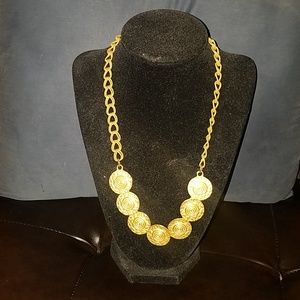 *VINTAGE FINDS* Beautiful goldtone necklace